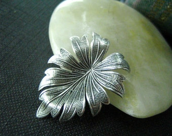 1 pc Beautiful Dapped Leaf Oxidized Silver 31mm---32