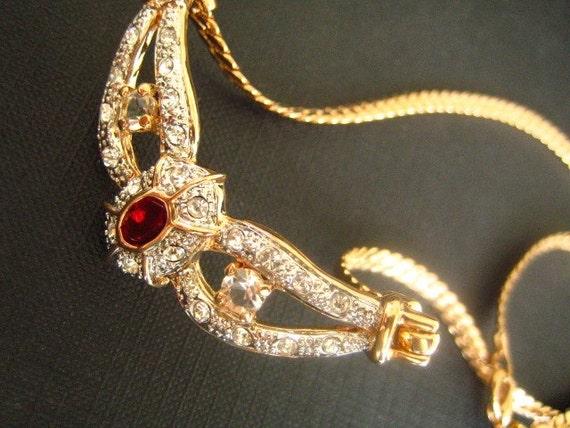 Stunningvintage 18k rose gold plated, red ruby jewel, multi sized crystal rhinestone, wing like, herringbone chain, metal necklace.