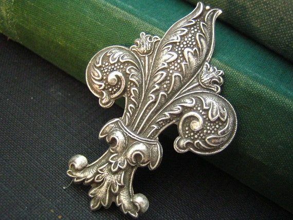 1 PC large Fabulous Fleur-de-Lis Stamping Oxidized Silver 62mm