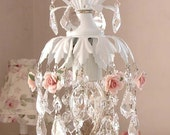 Fairy pendant chandelier in white with roses