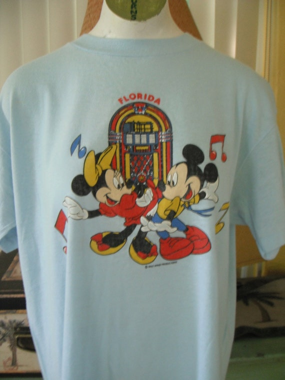 Vintage Mickey and Minne Mouse t shirt - size medium or large
