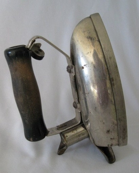 Old Electric Iron ~ Vintage hotpoint electric iron
