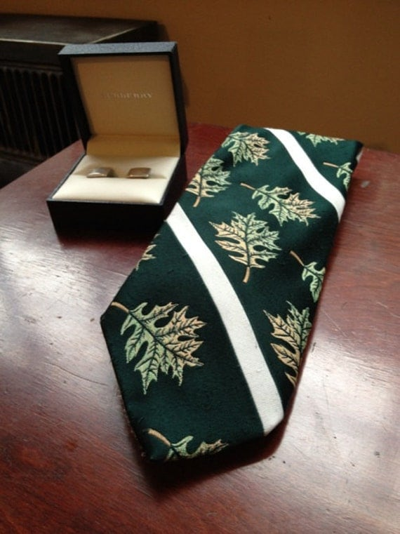 1970s Green Mens Sears Neck Tie with Fall Leaves - Wide