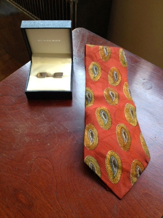 Red Burberrys Tropical Split Papaya Patterned Necktie - Wide