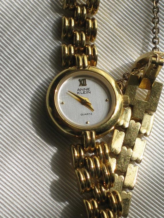 Vintage Anne Klein Ladies Quartz Wrist Watch Flexible Bright Gold Tone Chain Link Bracelet Band with Safety Chain Elegant Womans Watch