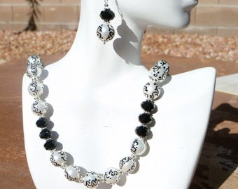 Handpainted Pearl and Black Agate Necklace
