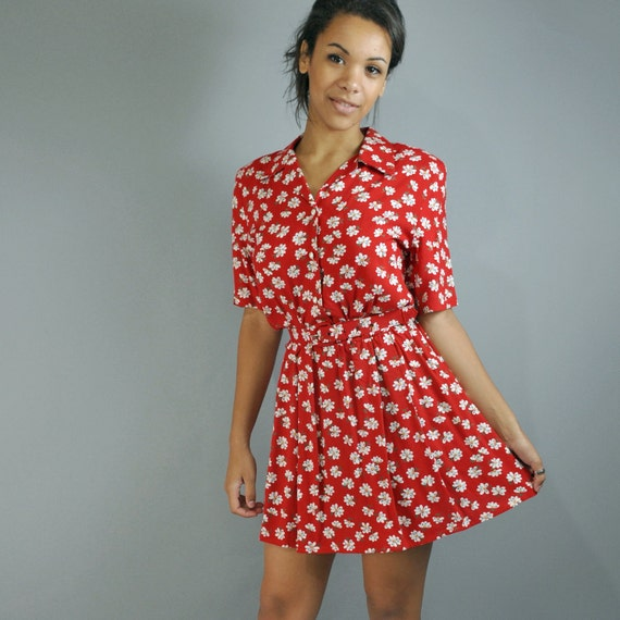 80s dress day dress - RED calico floral dress w/ FULL skirt / pearl buttons / Shirtwaist Dress S/M Small Medium