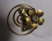 Vintage 50s 60s Circle Flower Brooch with Rhinestone Center Goldtone Estate Costume Jewelry