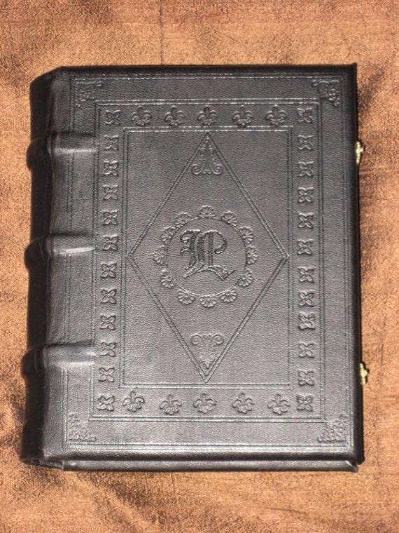 CUSTOM_GILLIAN: Customize your own medieval book - standard