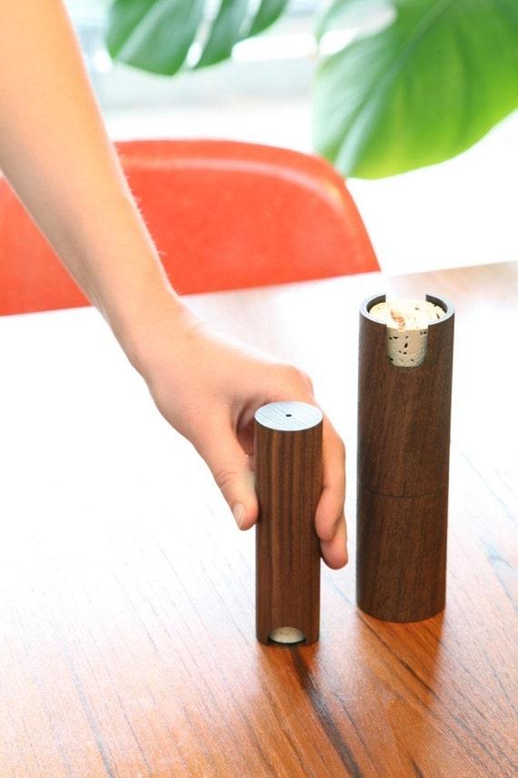 Peppermill and Salt shaker set