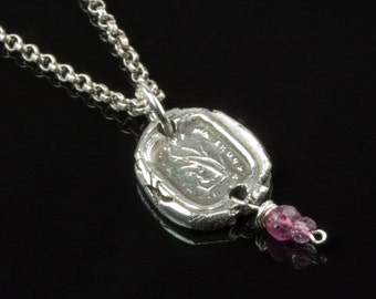 """Vintage Insignia Fine Silver Pendant - """"Who Seeks Me, Finds Me,"""" in French"""