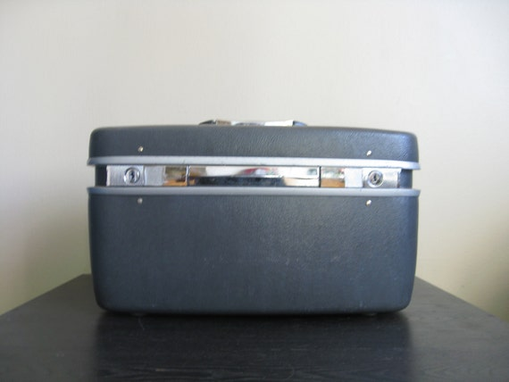 Charcoal Gray Samsonite Train Case in Excellent Condition