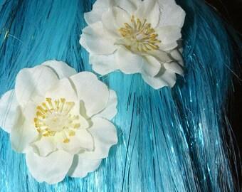 Small cream hair flower pair
