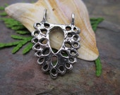 Queen Annes Lace Pendant from Green Girl Studios