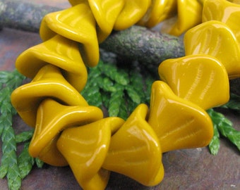 Golden Curry 3 Petal Flower Beads