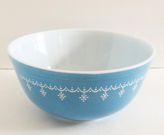Vintage Pyrex Snowflake Blue Mixing Bowl 2.5 QT