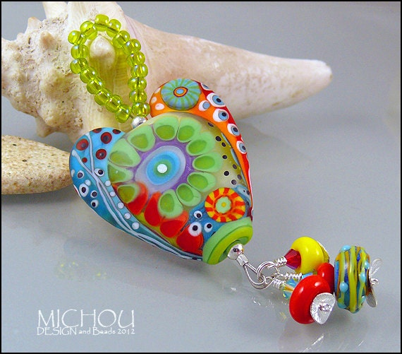 "MICHOU Anderson Lampwork Jewelry - Heart glass pendant in red and green ""Happy go Lucky"""