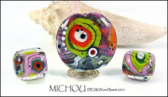 Le Funk - Glass bead Set in green, purple, pink, red and coral by MICHOU