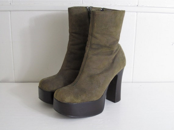 90's Olive Suede Stack Heel Platform Chelsea Boots 6
