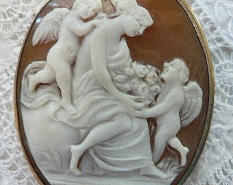 TREASURY ITEM SALE Captivating Vintage Valentine Cameo Aphrodite and Cupids Brooch
