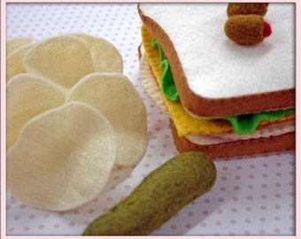 Wool Felt Sandwich Lunch - Waldorf Inspired Felt Playfood Accessory for Imaginative Play - Lunchmeat/Coldcut Sandwich