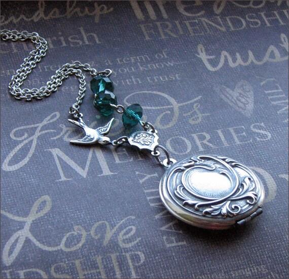 Silver Locket Necklace Womens Locket Photo Locket Jewelry Picture Locket Emerald Locket Wedding Jewelry Bird Locket Bridesmaid Locket Gift