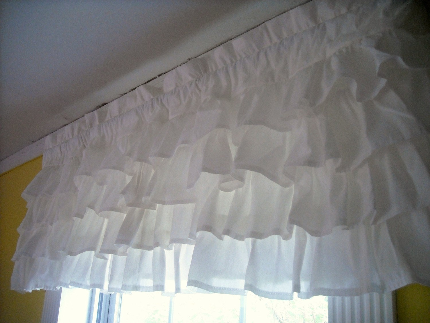 white ruffled valance