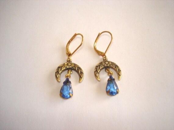 Blue Stone Vintage  Jewelry Dangle Earrings Gold Tone