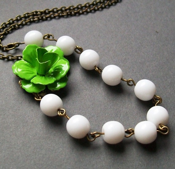 Green and White Flower Necklace. Bridal Jewelry. Flower Necklace. Bridesmaid Necklace. Bib Necklace. Statement Necklace