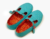 Slippers sewing pattern (5 - 9) with adjustable straps and strong soles  -- PDF-- Beginner