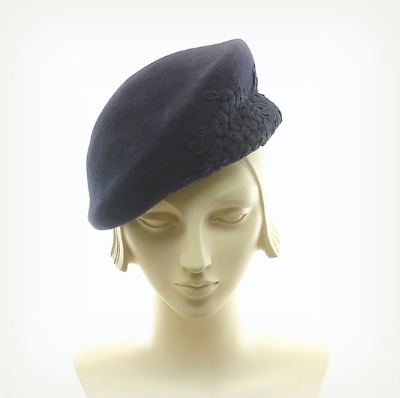 Blue Beret Hat for Women - 1940s Fashion Hat - Dark Blue Fur Felt Hat - Blue Applique