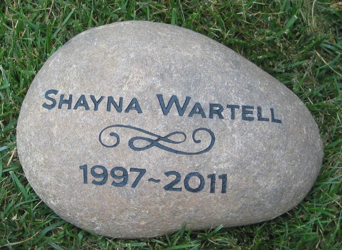 Personalized memorial stone custom memorials memorial garden for Personalized garden stone