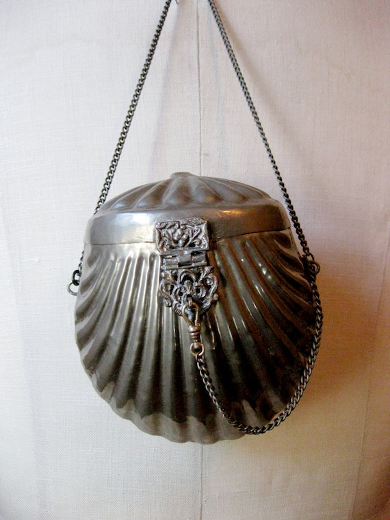antique 1920s // silver clam shell purse