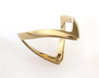 European Wishbone Ring or Magician's Ring in 14K Gold