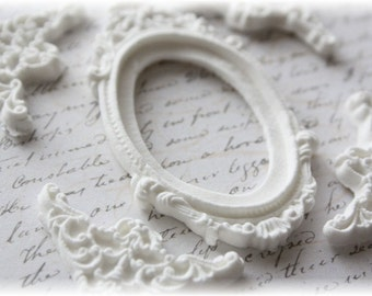 Victorian Oval Frame and Fancy Corner Clay Embellishment Set