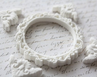 Victorian Circle Frame and Fancy Corner Clay Embellishment Set