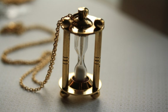 The Vintage Style Hourglass Glass Necklace