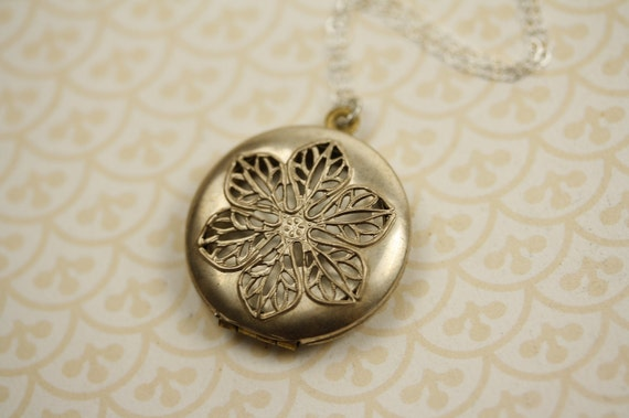 Sterling Silver Locket Necklace with Flower Filigree Design and Removable Photo Frames, Vintage Floral Pendant, Round Jewelry, Vines, Unique