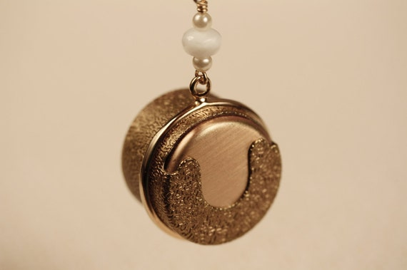Vintage Coin Holder Necklace with Antique Pearls, Upcycled Jewelry, Quarter Money Dispenser, Secret Compartment Jewellery, Unique Locket