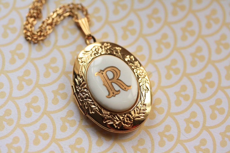 the vintage monogram letter r locket necklace