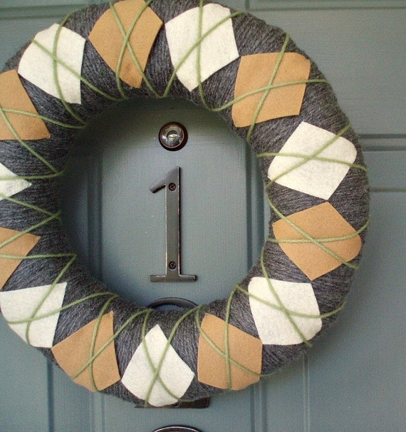 Yarn Wreath Felt Handmade Door Decoration - Argyle Plaid 12in