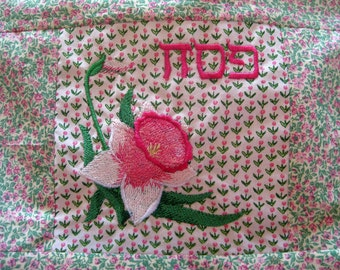 Sectioned Matzah Cover Embroidered with Daffodil and Pesach