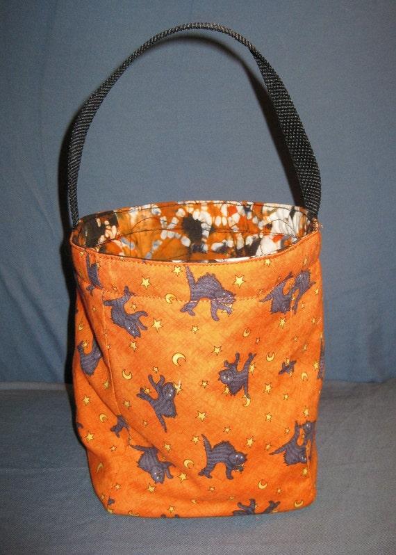 SALE  Reversible,  Halloween cat (Debbie Mum) /Batik lined Trick or Treat Bag