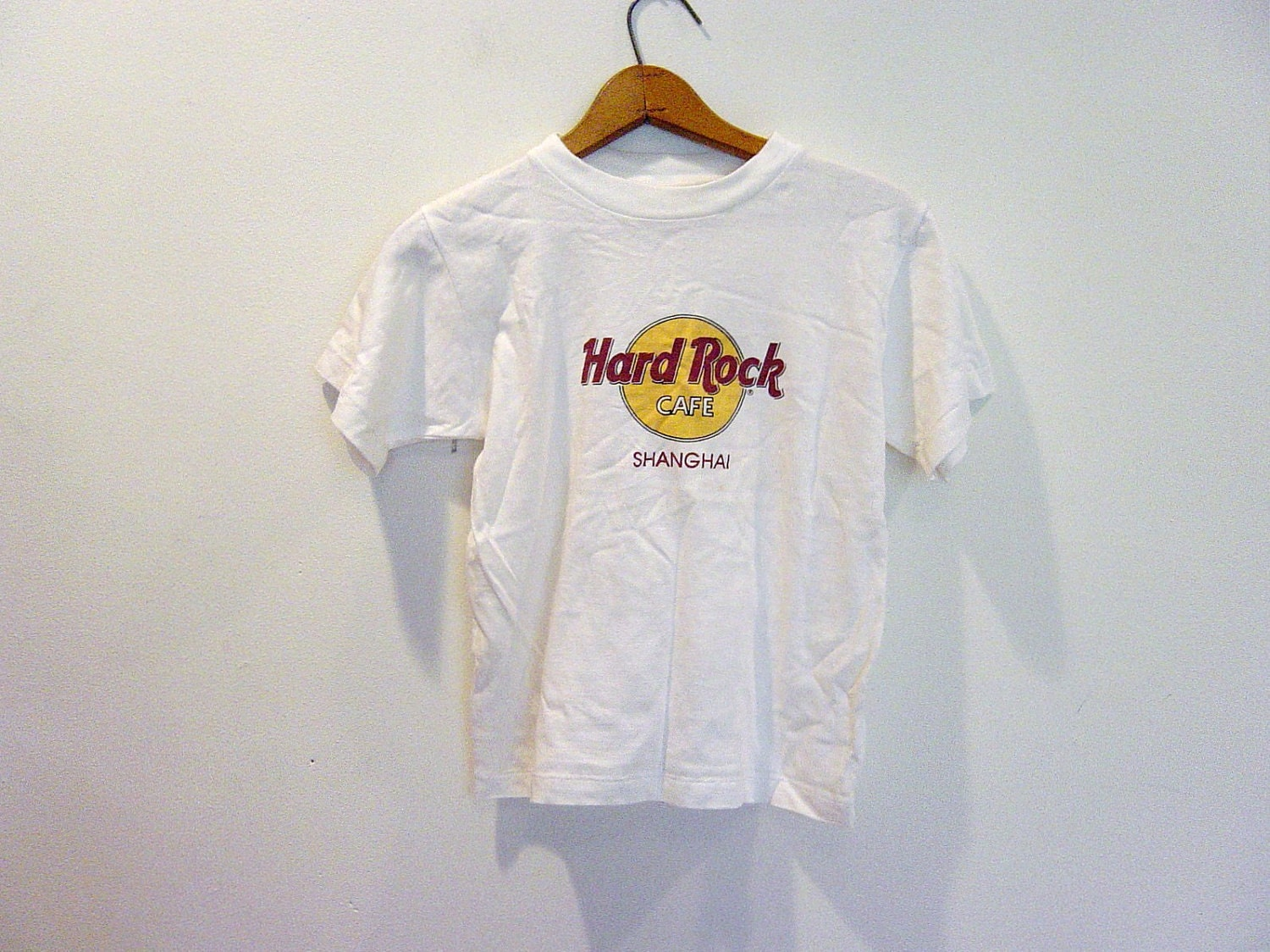 vintage cropped hard rock cafe t shirt. Black Bedroom Furniture Sets. Home Design Ideas