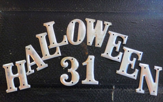 HALLOWEEN and 31 Metal Sign Letters or Tags to Spell HaLLoWeeN