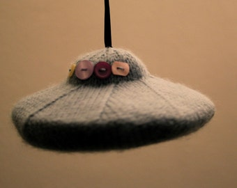 Knit your own UFO (pdf knitting pattern)