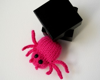 Knit your own friendly little bugs (pdf pattern)