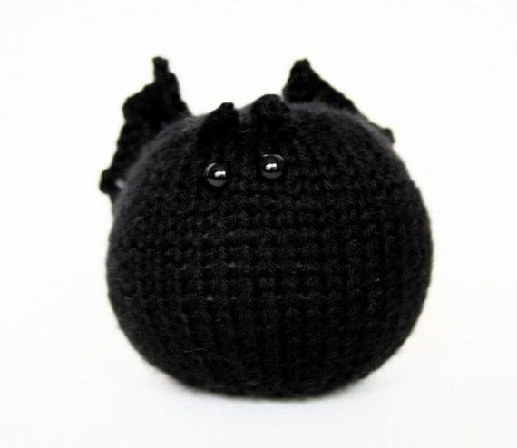 Knit your own friendly bat ball (pdf knitting pattern)