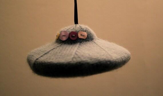 Knit your own UFO (pdf knitting pattern)