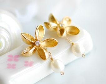 Plumeria earrings, Frangipani earrings, Plumeria jewelry, Pearl earrings, June birthstone jewelry, Frangipani jewelry, Fresh water pearl
